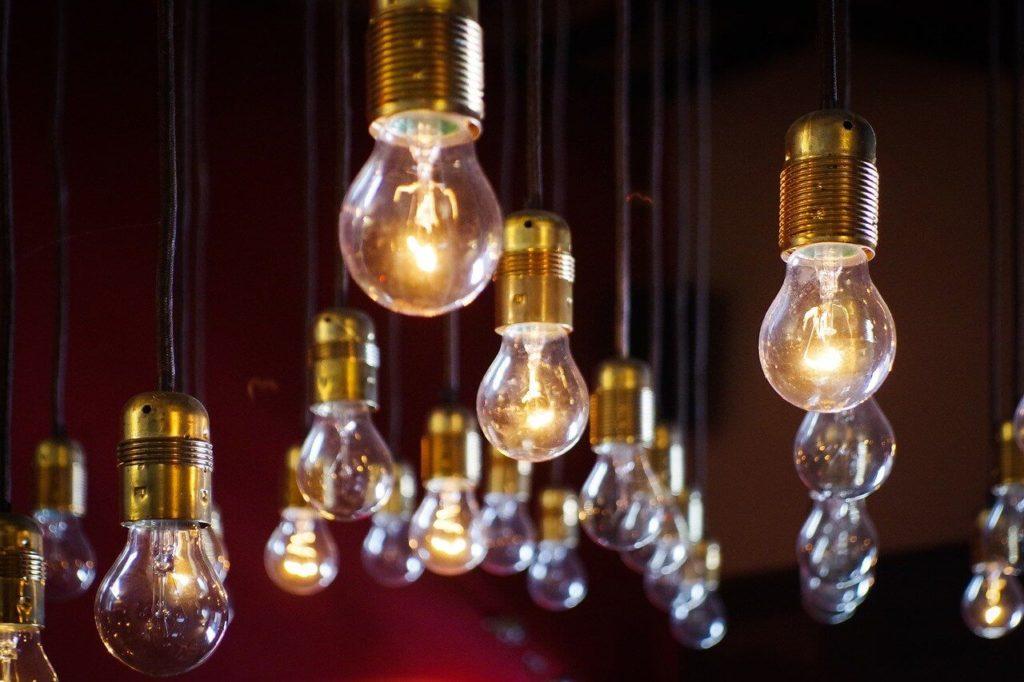 Electricidad, bombillas, corriente alterna